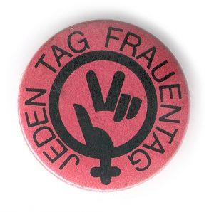 Frauentag 1986: Button des Frauenstaatssekretariates unter Johanna Dohnal