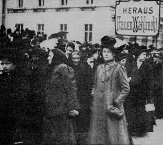 Demonstration für das allgemeine Frauenwahlrecht am 19. März 1911, dem ersten Frauentag in Wien. Foto: Österreichische Nationalbibliothek